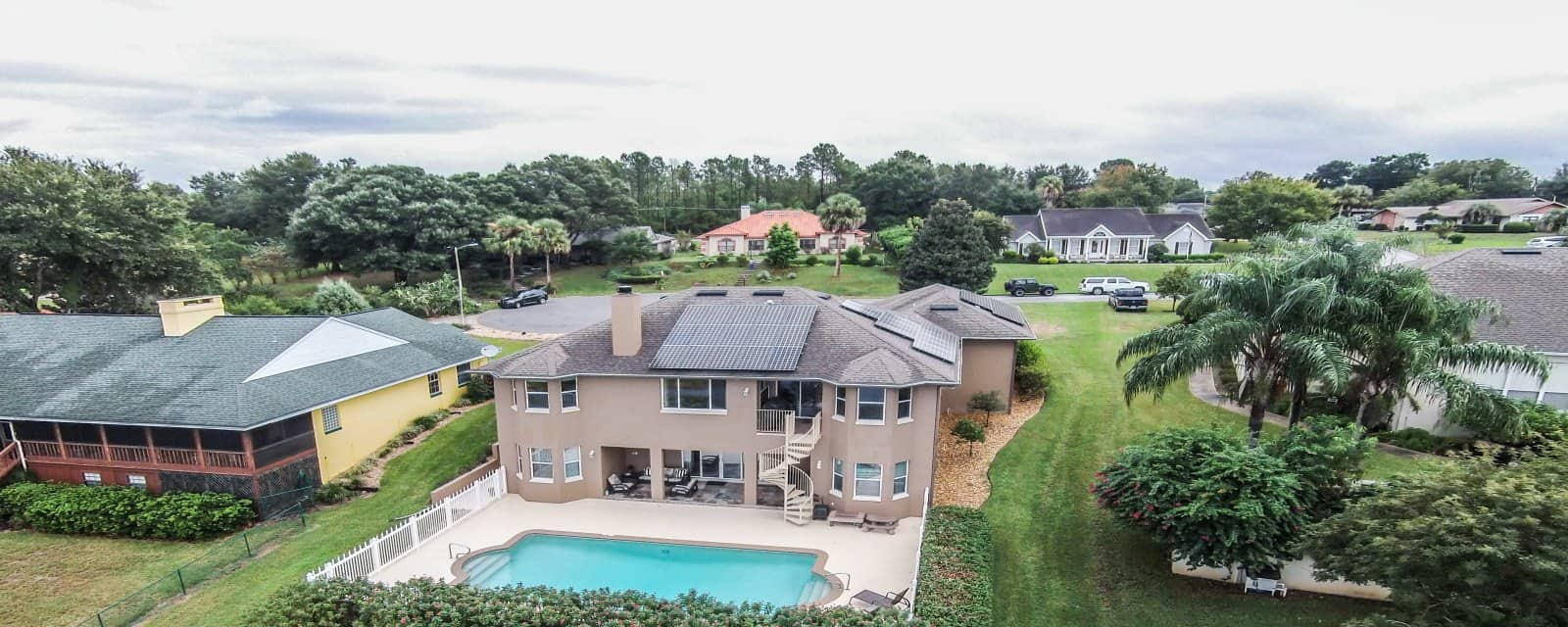 Mansion with pool in Leesburg